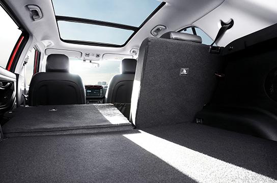 60:40 split-folding rear seat