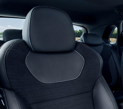 Closer view of front seat of i30N