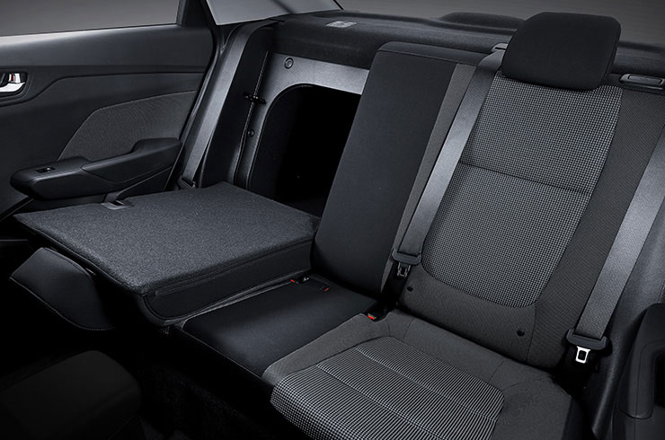 Flat-folding 60:40-split rear seats