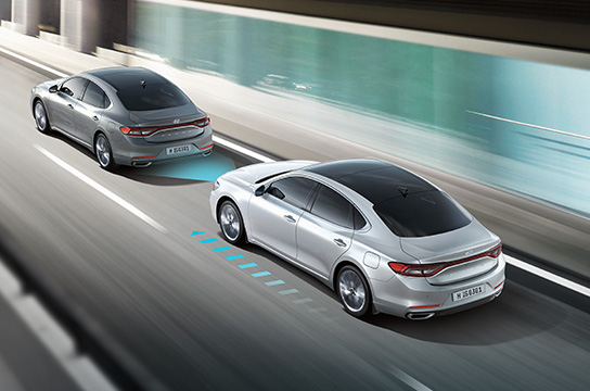 Advanced Smart Cruise Control with Azera driving on the road