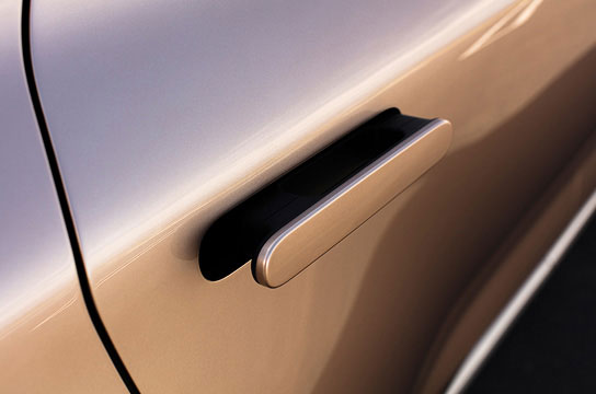 Auto flush door handle