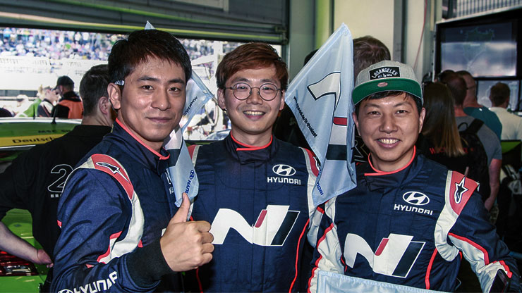 the group photo of engineers from namyang take part as drivers